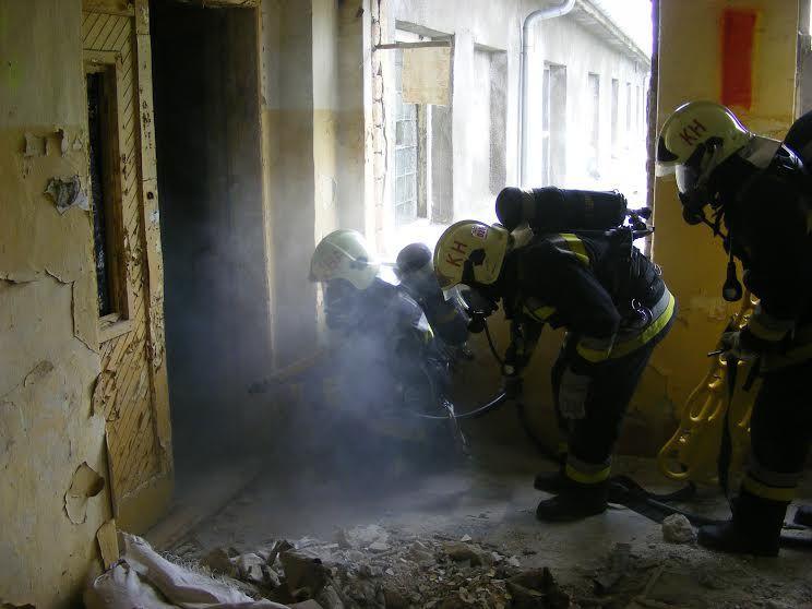 Négy sérült a szovjet laktanyában