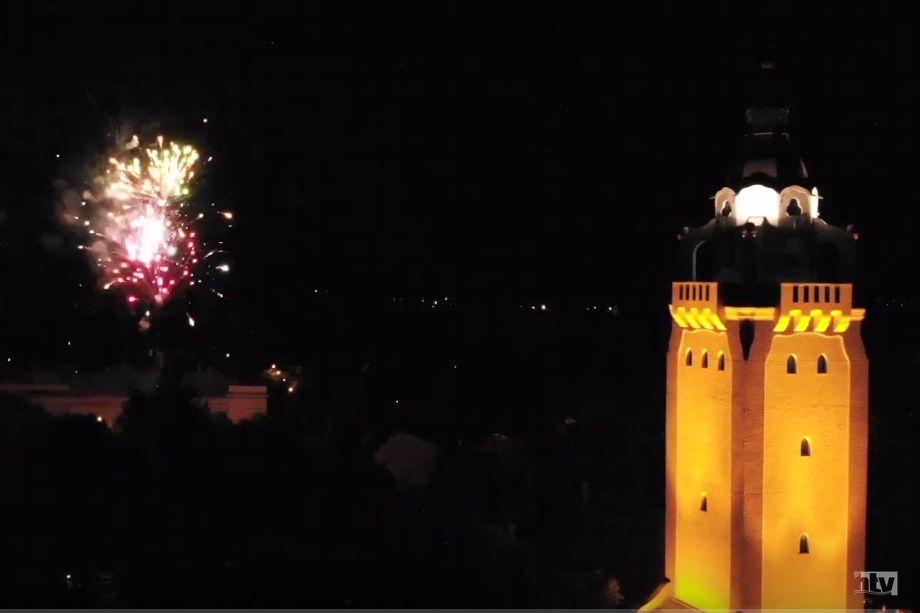 (►) Ilyen gyönyörű volt a halasi tűzijáték  a magasból