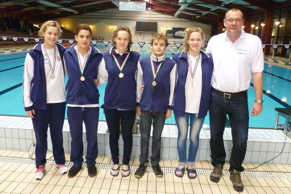 8-11 és 12+ országos úszóverseny
