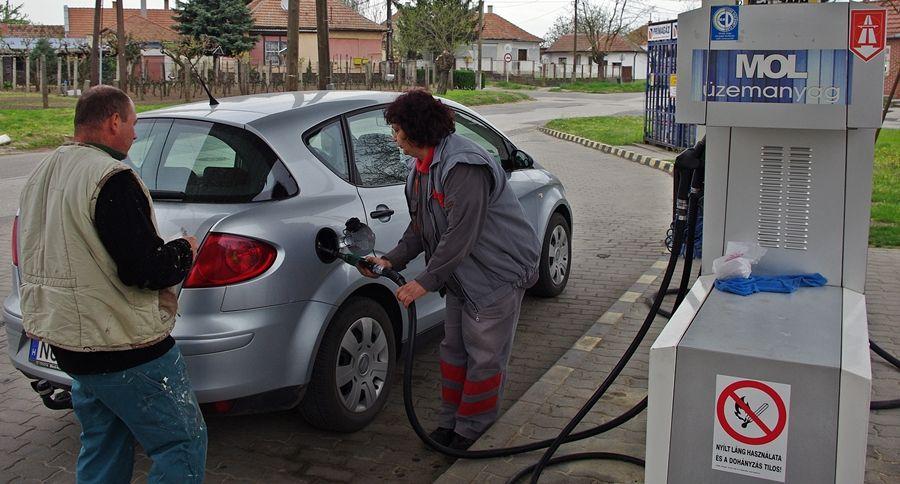 Többet tankolunk, de ritkábban