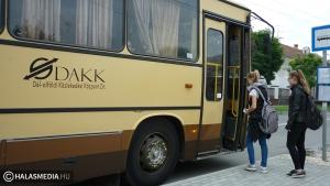 Térköveztetnék a sáros buszmegállókat