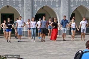 Lett táncosok járták a várost