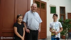 Majális a katolikus plébánián