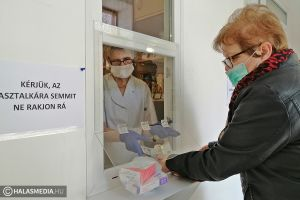 (►) Óvintézkedések a halasi patikákban a vírusveszély idején