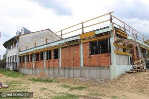 Kertváros: épül az iskola új szárnya és hamarosan az óvoda is