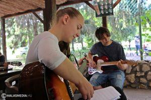 Gitárok hangja szállt Fehértón (galéria)