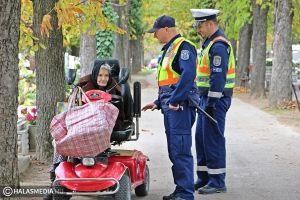 Rendőrök, polgárőrök járták a temetőket (galéria)