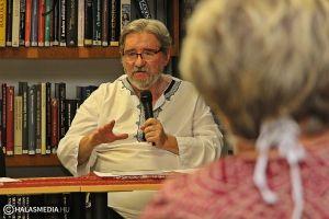 Szokolay Zoltán: lájkolgatás helyett olvassunk verset!