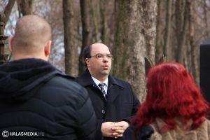(►) A 200 éve született Gózon István sírjánál koszorúztak