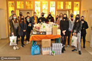 (►) Több mázsányi élelmiszert gyűjtöttek össze