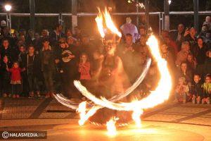 Lángok és rockabilly a főtéren