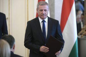 Esküt tett dr. Benkő Tibor honvédelmi miniszter