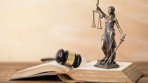Vesztegetés a vád a volt főigazgató ellen