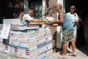 Halasra is érkeznek a tankönyvek