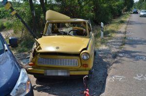 Felborult a Trabant, ketten megsérültek