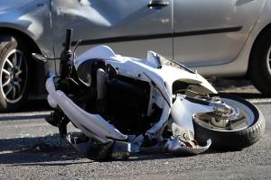 Motor és autó ütközött a Kossuth utcán