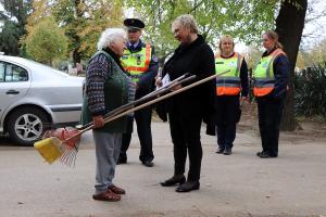 Rendőrök, polgárőrök a halasi temetőkben (galéria)