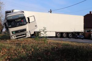 (►) Kamion csúszott árokba a Majsai úton