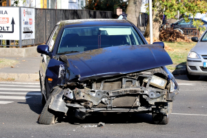 Volkswagen ütközött a teherautó oldalának (galéria)