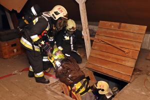 Tűz, megsérült tűzoltó, újraélesztés (galéria)