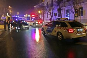 Gyalogosokat sodort el egy autó a városházánál