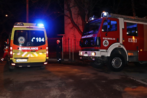 Tűzoltók és mentők a víztoronynál