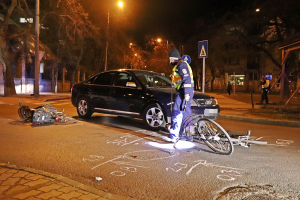 Két kerékpáros és egy Audi ütközött a főtéren (galéria)
