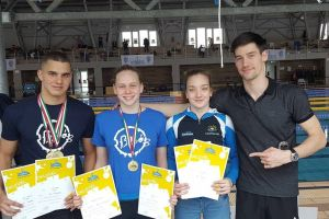 Bibós aranyérmek az úszó diákolimpiáról