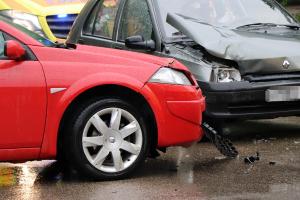 Két Renault ütközött, két sérültet vitt kórházba a mentő (galéria)