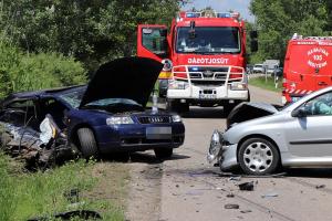 A kisodródó Audi oldalába csapódott a Peugeot Kunfehértónál (galéria)