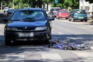 Biciklist ütött el egy Renault a Kossuth utcán (galéria)