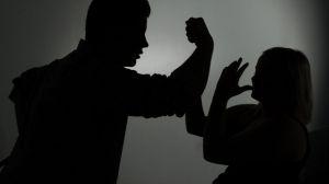 Lefejelte, bántalmazta a feleségét