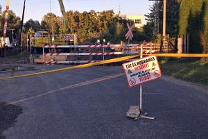 Zárva az Olajbányász utcai átjáró