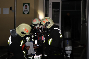 Tűzoltók a volt őrzött szálláson