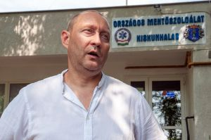 Nagy József mentőtiszt a Forrás-Új Tükör Klub vendége