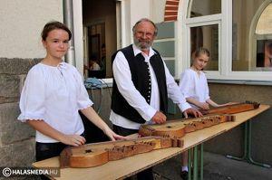 Szűcs Sándor és a Szilaj Citerazenekar kapja a városi közművelődési díjat
