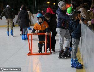 Gyerekeket vár a sziládys korcsolyapálya