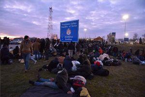 Egy migránscsoport miatt ideiglenesen lezárták a tompai határátkelőt