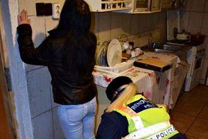 Őrizetben a halasi prostituált, aki Szarvason rabolt