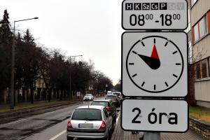 Figyelem! Változott a parkolási rend a Kossuth utcán
