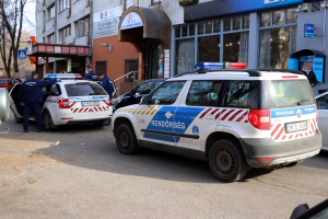 Szabadnapos mentőápoló tartóztatta fel a rablót a Kossuth utcán (frissítve)