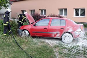 Izzott egy Renault motortere a Szász Károly utcában (galéria)