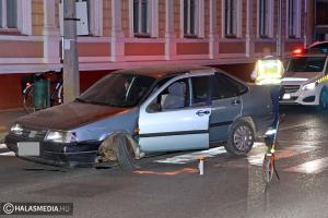 Parkoló autónak ment neki egy Fiat a Kossuth utcán (galéria)