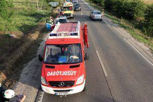 Suzuki ütközött fának Kecelnél, a halasi tűzoltókat riasztották