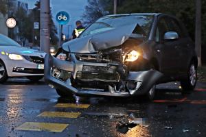 Két autó ütközött a Park Áruháznál (galéria)