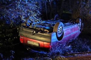 Újabb baleset: VW borult árokba az 53-as főúton