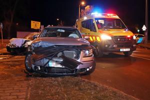 Hárman megsérültek a kórház sarkánál történt karambolban (galéria)