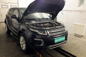 Lopott Range Rover a határon