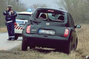 Megint a zsanai út: egy Nissant ért baleset