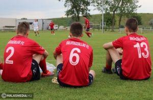 A balesetük ellenére is játszottak a balotai focisták